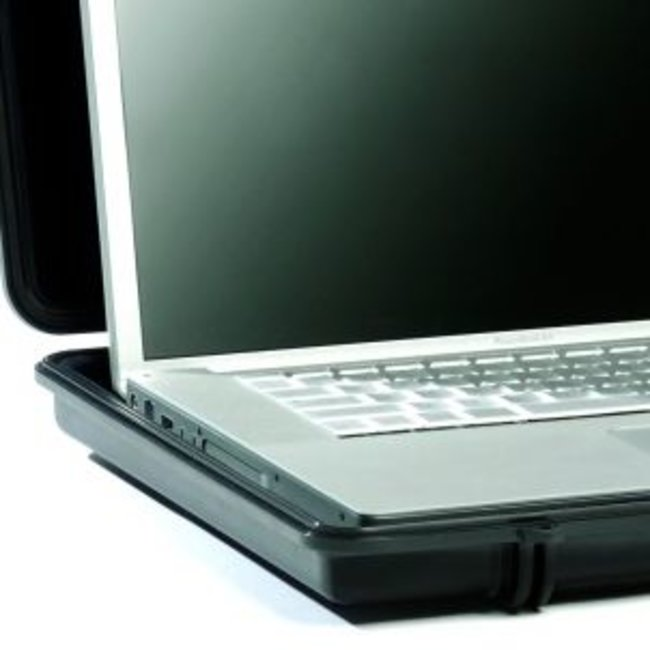 Peli promises to protect with 1090 laptop case - photo 1