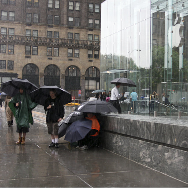 iPhone 3G S line starts to form in New York - photo 1