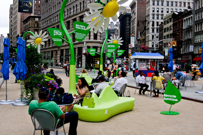 Solar powered flowers offer workers Wi-Fi and power - photo 5