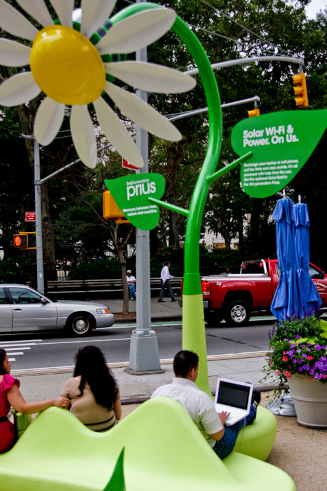Solar powered flowers offer workers Wi-Fi and power - photo 8