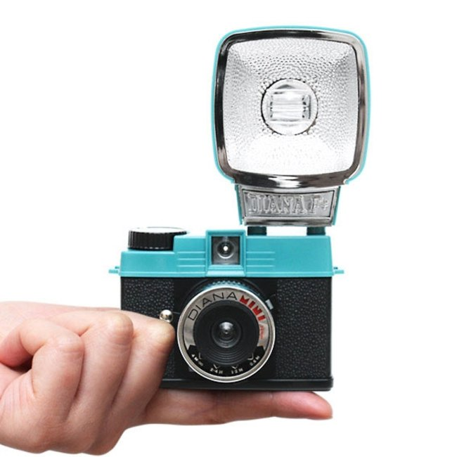 VIDEO: Lomography launches retro Diana Mini film camera - photo 1