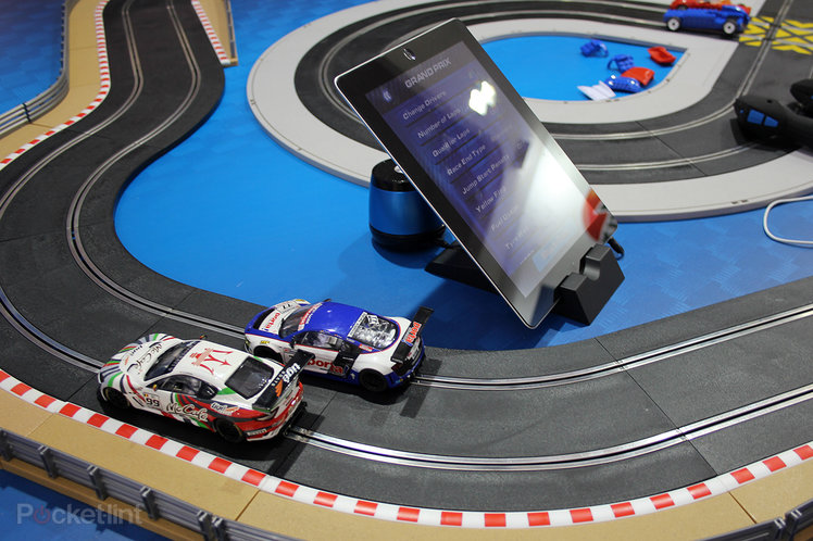 Hands-on: Scalextric RCS Race