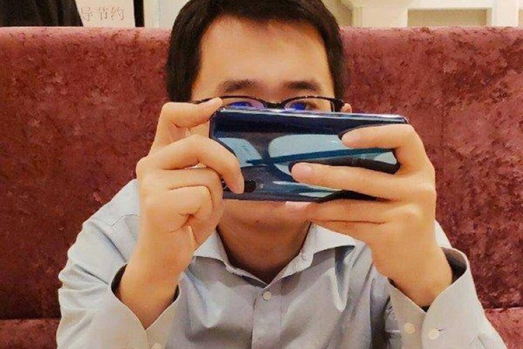 Xiaomi Mi 9 spotted in the wild with triple camera system