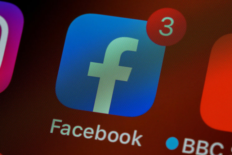 Facebook smartwatch with detachable display and cameras might launch in 2022