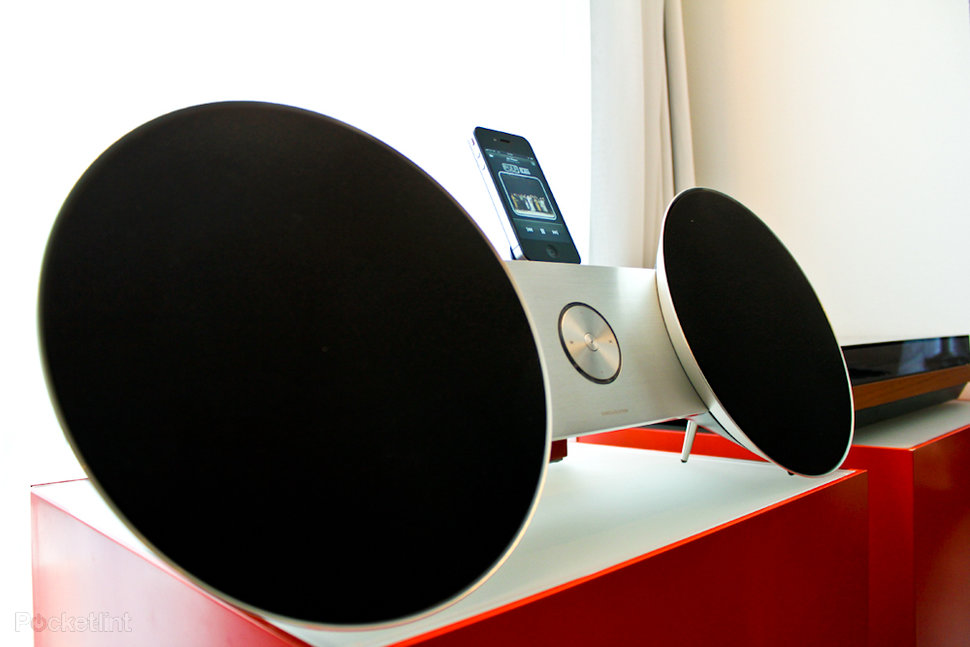 bang and olufsen beosound 8. bang olufsen beosound 8 ipod iphone ipad dock hands on image 2 and