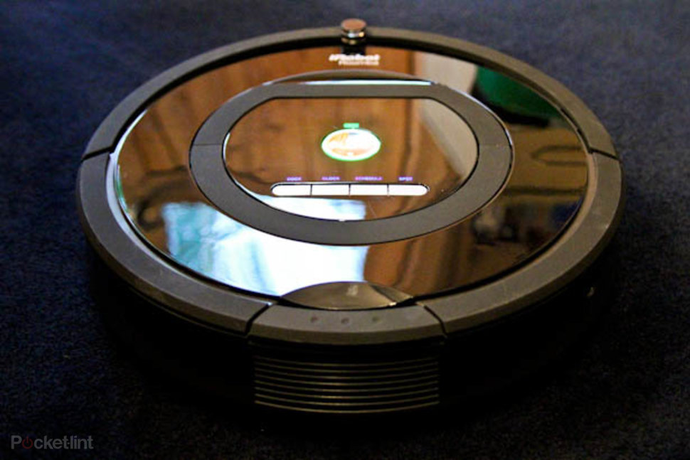 Irobot Roomba 770 Vacuum Cleaning Robot Pictures And Hands