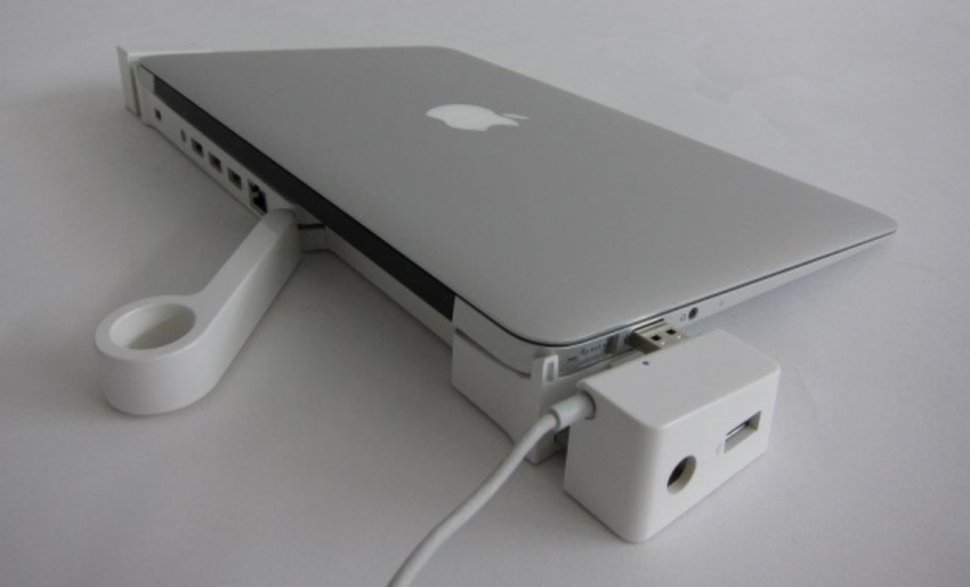landingzone macbook air docking station becomes a reality image 1