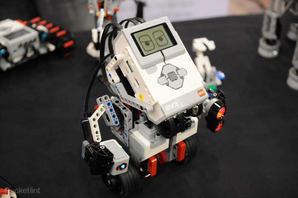 lego mindstorms ev3 pictures and hands on image 1