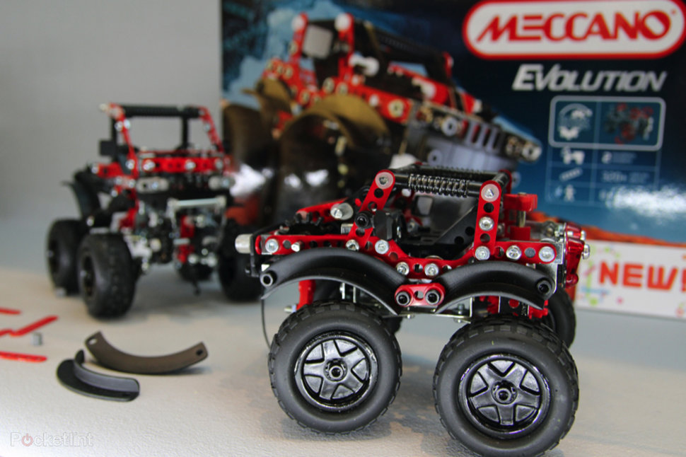 meccano evolution shrinks parts for more detailed models pictures  image 1