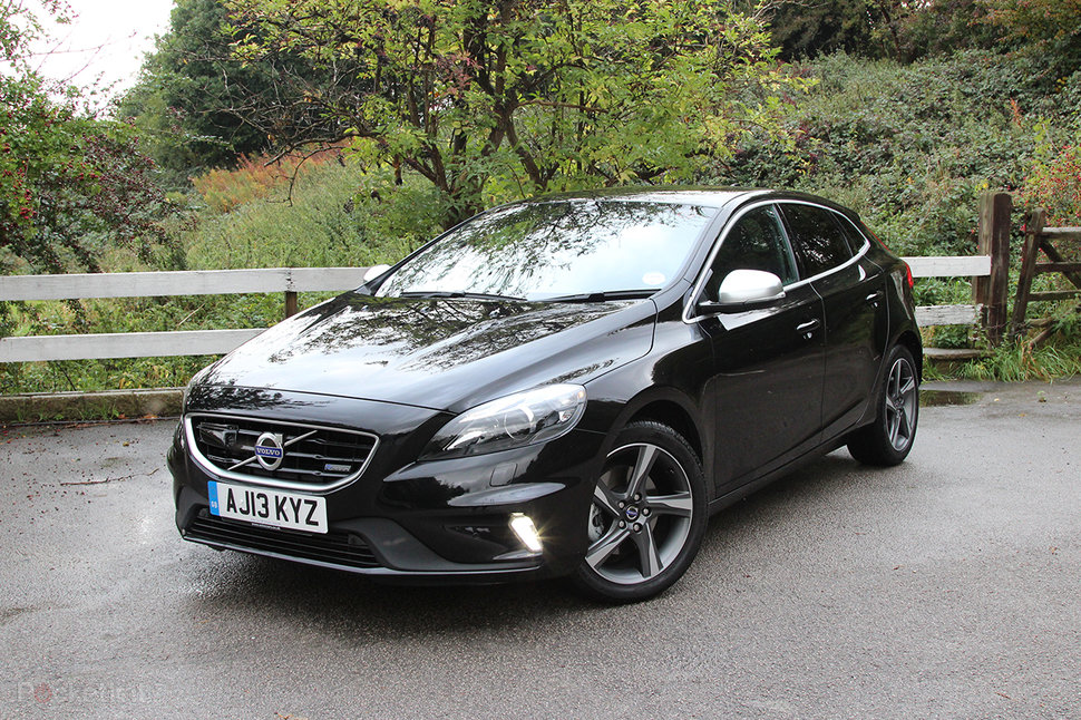 volvo v40 t2 r design nav review. Black Bedroom Furniture Sets. Home Design Ideas