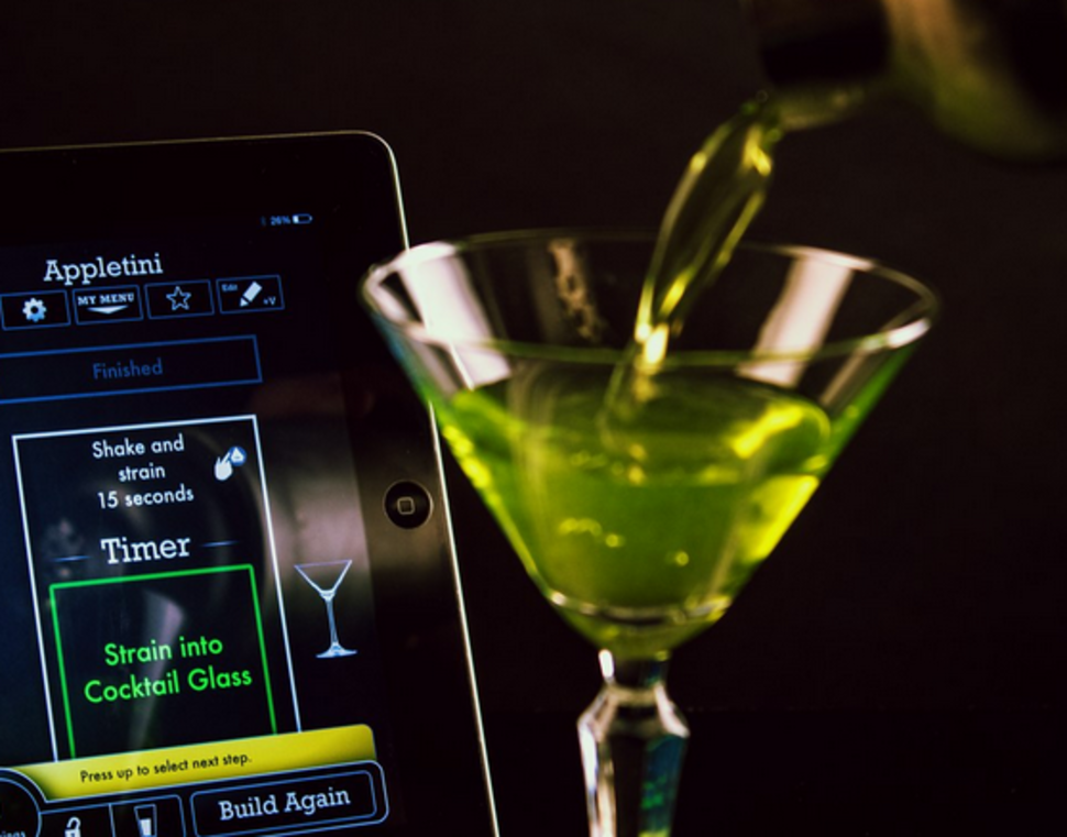 Use your phone to make the perfect cocktail every time for Perfect drink bluetooth scale