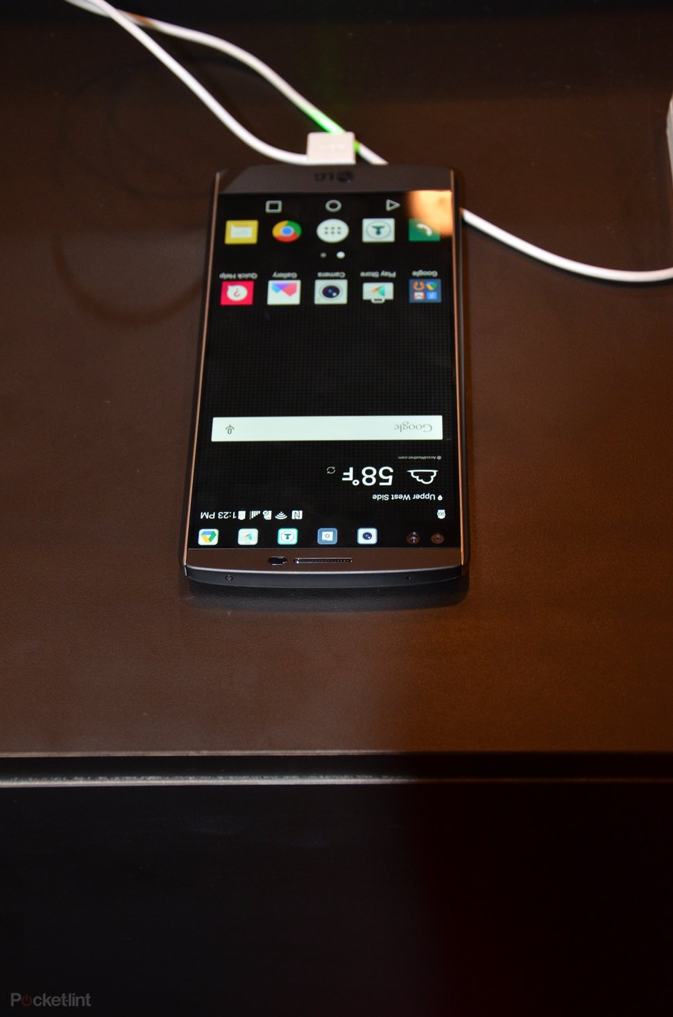 LG V10: A top-tier phone that doubles up on screens and selfie