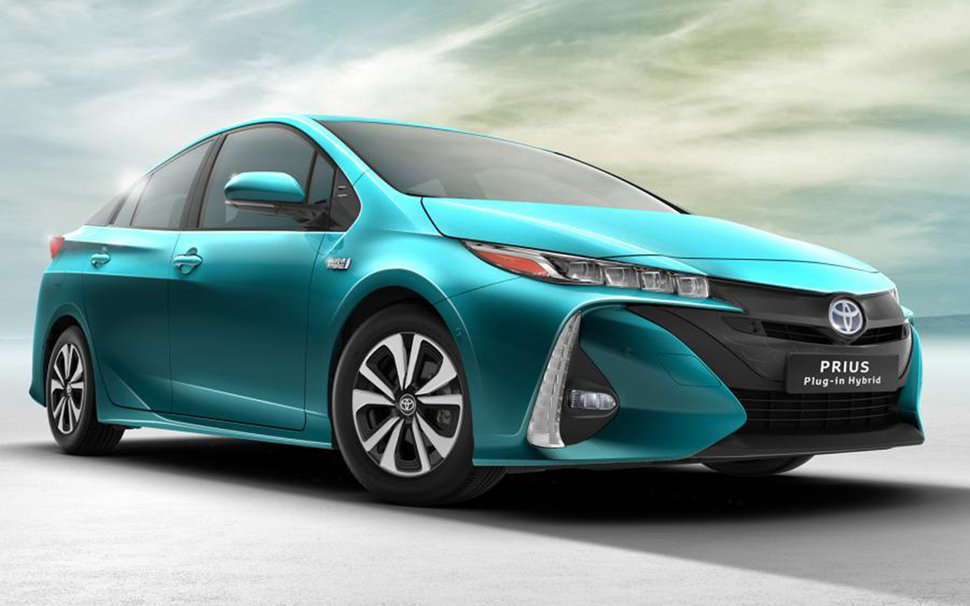 Newly Unveiled Toyota Prius Plug In Uses Its Solar Roof To Get Hefty 202mpg  Image 1