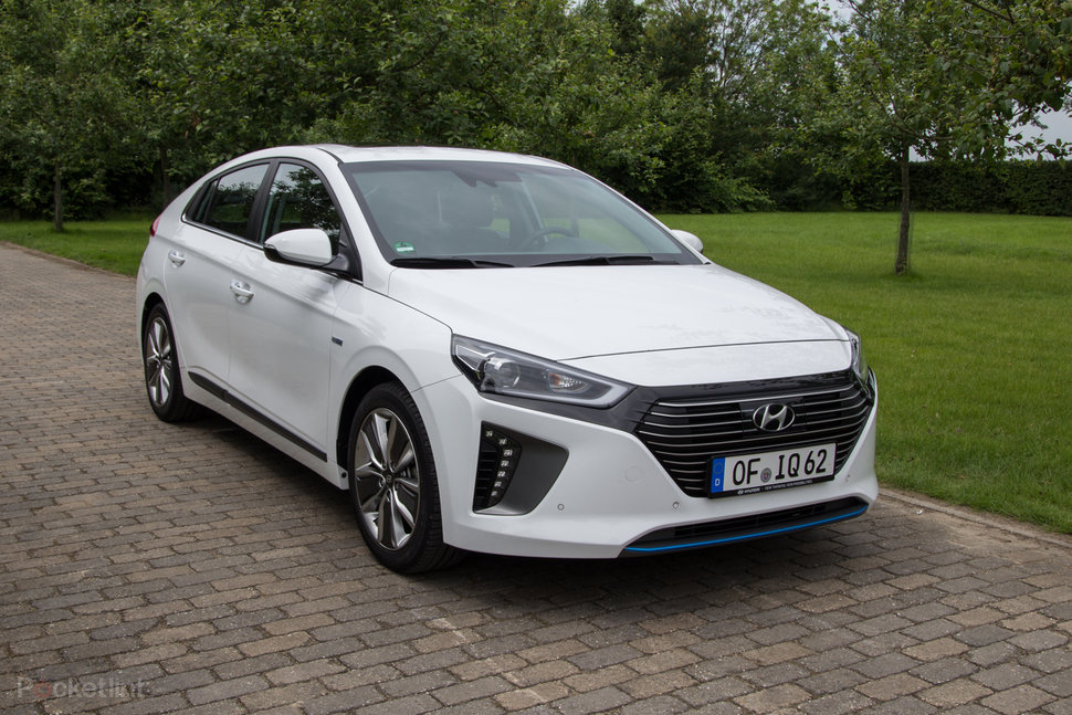 hyundai ioniq hybrid review hitting the road in hyundai 39 s happ. Black Bedroom Furniture Sets. Home Design Ideas