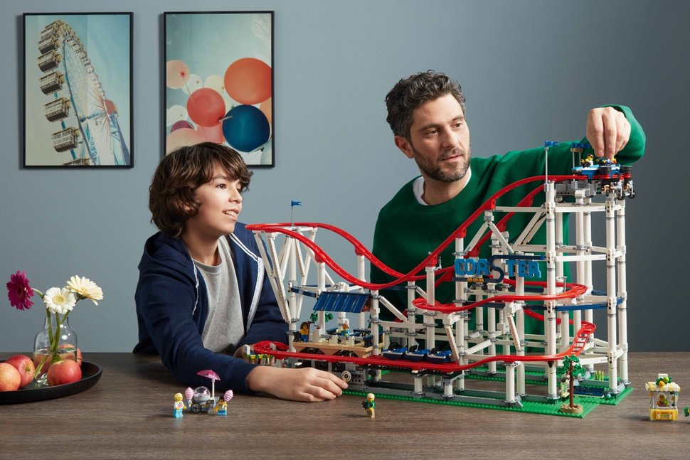 This roller coaster is one of the biggest Lego sets ever - and it can even be powered image 1