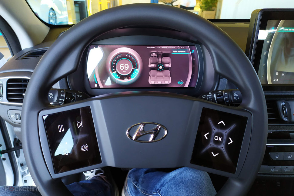 Hyundais cockpit of the future puts haptic displays on the steering wheel image 1