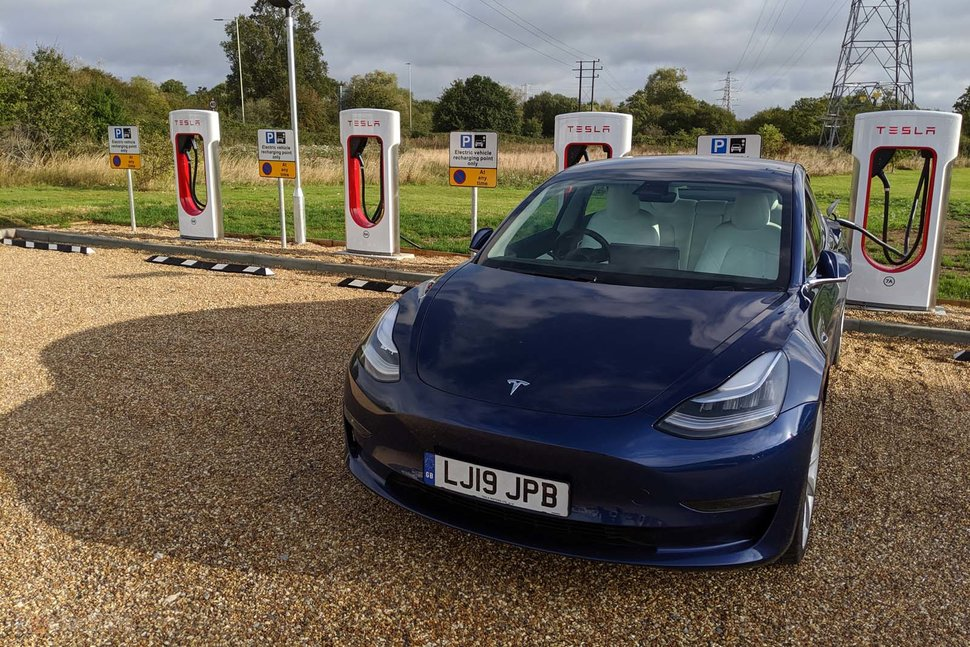 Tesla hits 500 Supercharger stations in Europe, starts V3 ...