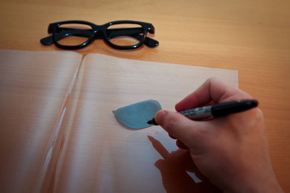 draw out the lenses for the 3D glasses