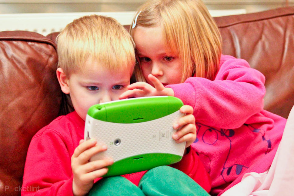 kids playing leap pad explorer